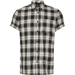 Black check short sleeve shirt
