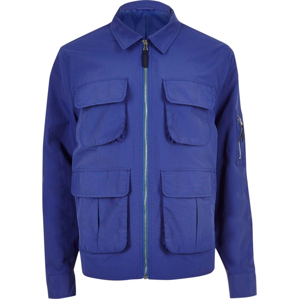 Blaue Jacke mit vier Taschen
