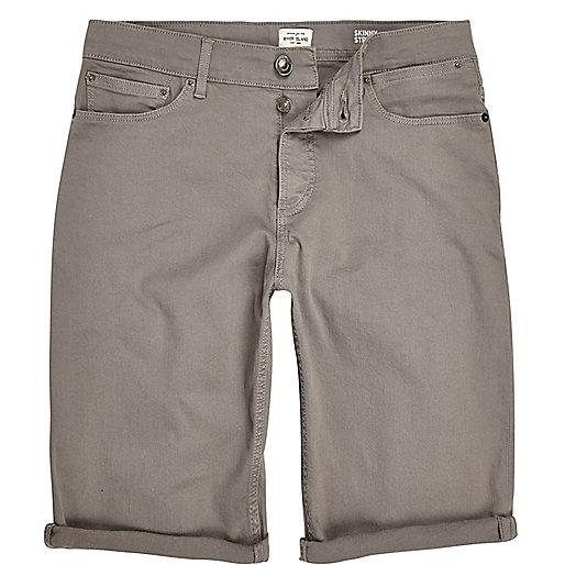Graue Skinny-Fit-Jeansshorts