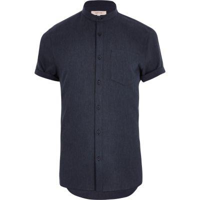 Marineblauw overhemd zonder kraag met korte mouwen