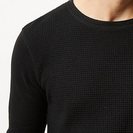 Pull noir texturé en maille gaufrée