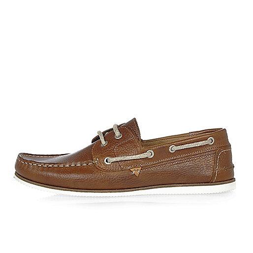 Chaussures bateau en cuir fauve