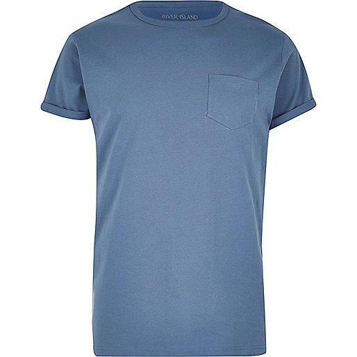 Blaues T-Shirt mit Tasche