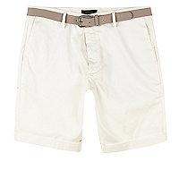 Weiße Oxford-Shorts mit Gürtel