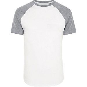 Wit aansluitend T-shirt met raglanmouwen