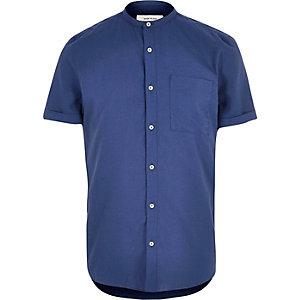 Chemise bleu foncé à col grand-père et manches courtes