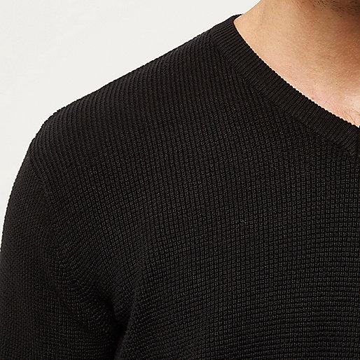 Schwarzer, strukturierter Pullover mit V-Ausschnitt