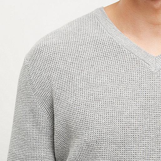 Pull texturé gris à col en V