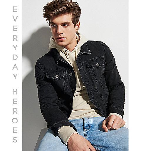 Schwarze, verwaschene Jeansjacke