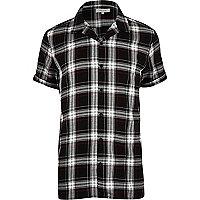 Chemise à carreaux noire style grunge à manches courtes