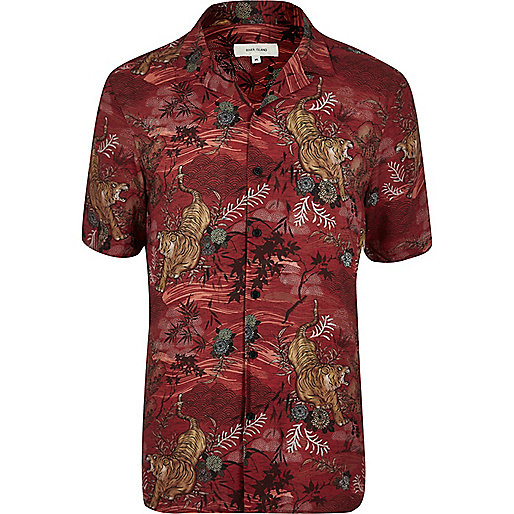 Red tiger print short sleeve shirt