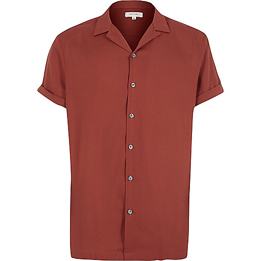 Red revere collar short sleeve shirt