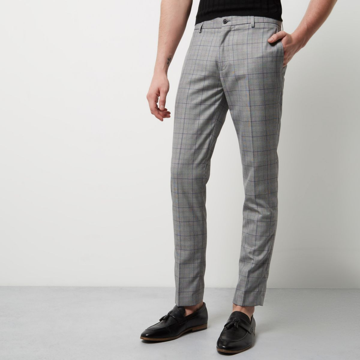 Choose from joggers or smart trousers in the boohooMAN mens trousers sale. Browse cheap men's trousers to find your perfect pair with up to 75% off.
