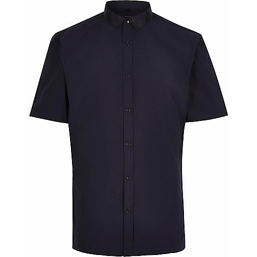 Navy grosgrain collar short sleeve shirt