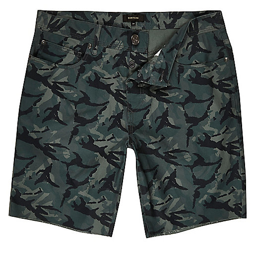 Grüne Slim Fit Shorts mit Camouflage-Muster