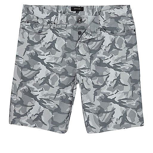 Grey camo frayed shorts
