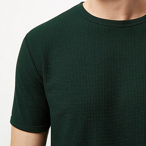 Grünes, strukturiertes T-Shirt