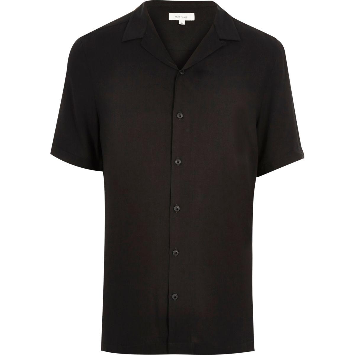 Chemise noire à manches courtes et col à revers