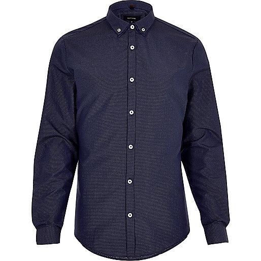 Chemise cintrée à pois bleu marine et col double