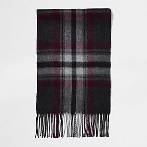 Grauer Schal mit Karos