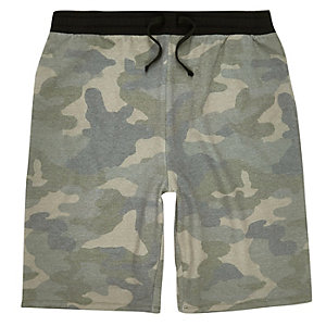 Grüne Jogging-Shorts mit Camouflage-Muster