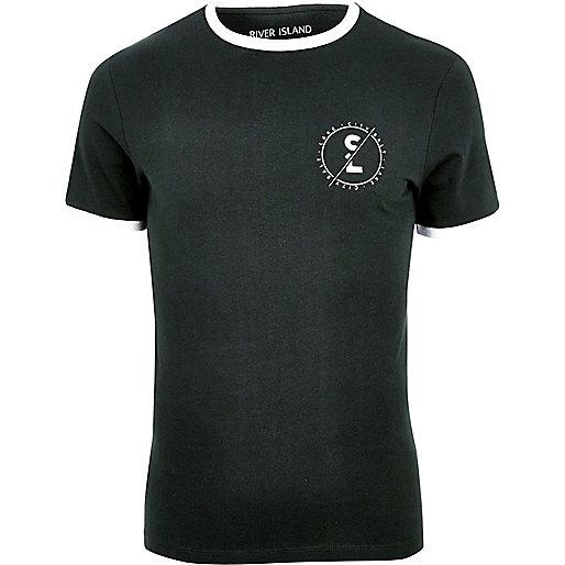Grünes, figurbetontes T-Shirt