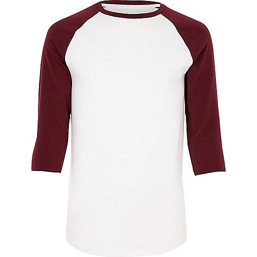 Figurbetontes T-Shirt in Weiß und Rot