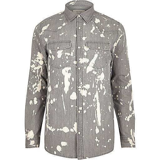 Chemise en jean gris délavé style éclaboussures