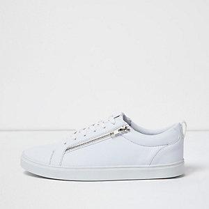 Witte vetersneaker met ritsdetail