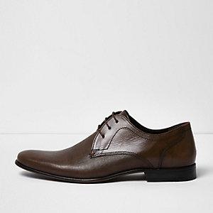 Bruine nette leren schoenen met reliëf