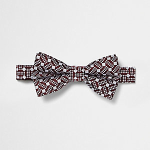 Red geo print bow tie