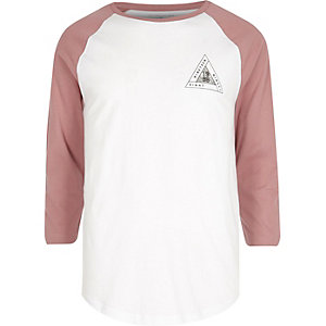 White and red triangle print raglan T-shirt
