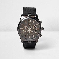 Schwarze Uhr mit strukturiertem Armband