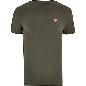 Khakigrünes, figurbetontes T-Shirt mit Logo