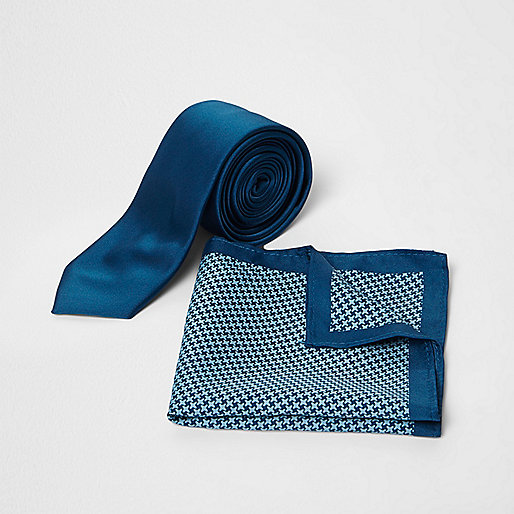 Blue pupstooth print tie and pocket square