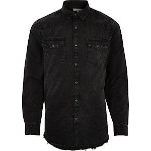 Chemise en jean noire déchirée