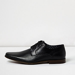 Zwarte nette leren schoenen met reliëf