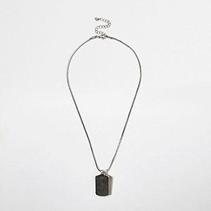 Zilverkleurige ketting met rechthoekige hanger