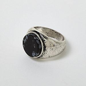 Zilverkleurige ring met siersteen en antiekeffect