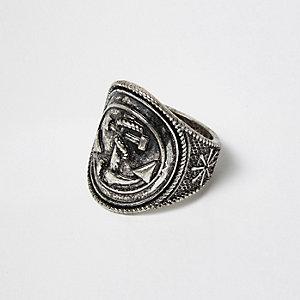Donker-zilverkleurige ring met anker