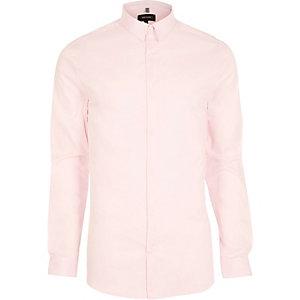 Roze aansluitend net overhemnd
