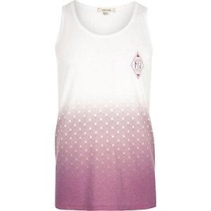 Wit hemdje met vervaagde geometrische print