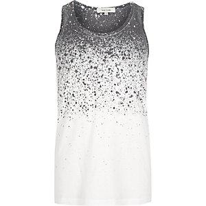 Wit hemdje met vervaagde verfspatten
