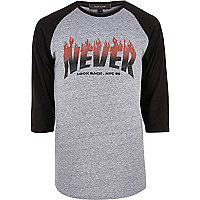 T-shirt imprimé Never Look Back gris à manches raglan