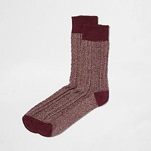 Rode sokken met kabels
