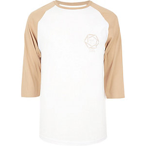 White and camel raglan NYC print T-shirt