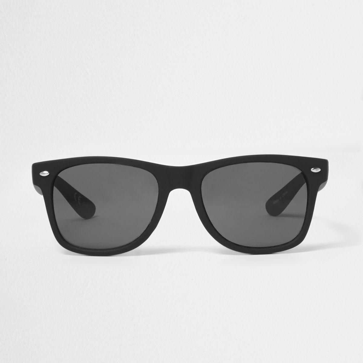Black retro square sunglasses