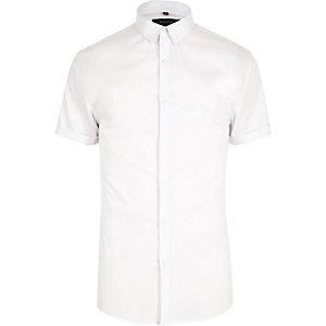 Chemise blanche à manches courtes et coupe ajustée