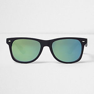 Zwarte rubberen retro zonnebril met blauwe glazen