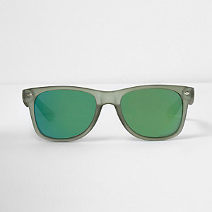 Green retro square sunglasses